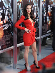 Megan Fox in red dress showing big cleavage at the premiere of   'Jonah Hex' in LA - Hot Celebs Home