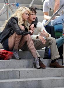 Taylor Momsen Gossip Girl sexy legs upskirt