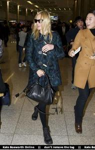 Nov 21, 2010 - Kate Bosworth - At Incheon Airport in Seoul Th_78917_tduid1721_Forum.anhmjn.com_20101130075736019_122_509lo