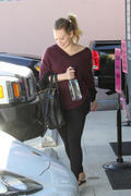 http://img253.imagevenue.com/loc522/th_482502287_Hilary_Duff_leaves_Pilates_class8_122_522lo.jpg